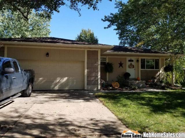 226 Lindale Circle, Hickman, NE 68372 (MLS #10150408) :: Lincoln Select Real Estate Group