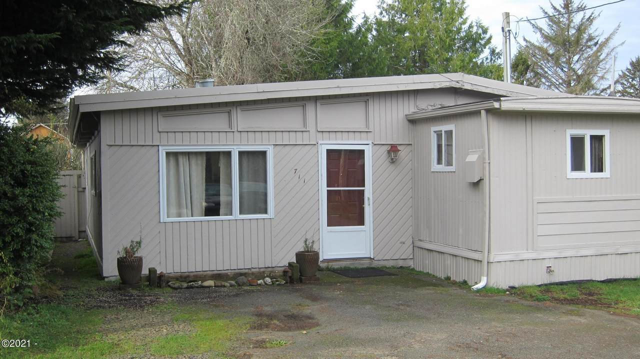 711 Reef Ave - Photo 1