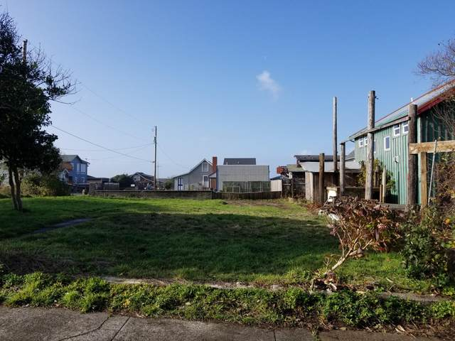 209 NW Coast St, Newport, OR 97365 (MLS #19-2813) :: Coho Realty