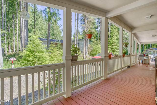 741 SE Indian Trail Ave, Depoe Bay, OR 97341 (MLS #21-1837) :: Coho Realty