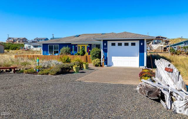 1949 NW Admiralty Cir, Waldport, OR 97394 (MLS #21-2259) :: Coho Realty