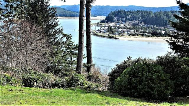 729 NW Highland Dr, Waldport, OR 97394 (MLS #18-552) :: Coho Realty