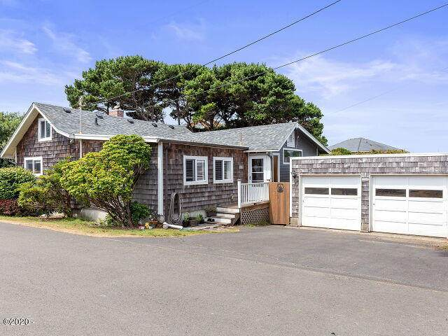 1565 NW 31st Pl, Lincoln City, OR 97367 (MLS #20-1623) :: Coho Realty