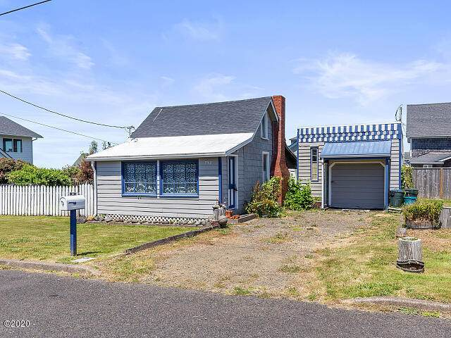 732 NW 2nd St, Newport, OR 97365 (MLS #20-1760) :: Coho Realty