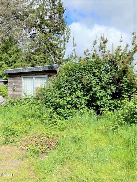 628 SE Port Ave, Lincoln City, OR 97367 (MLS #20-978) :: Coho Realty