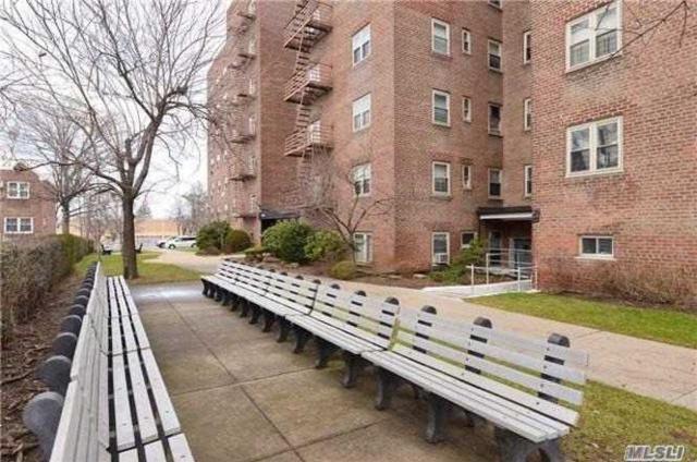 144-60 Gravett Rd 5B, Kew Garden Hills, NY 11367 (MLS #2996780) :: Netter Real Estate