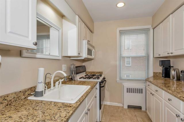 200 N Village Ave C2, Rockville Centre, NY 11570 (MLS #2998029) :: Netter Real Estate