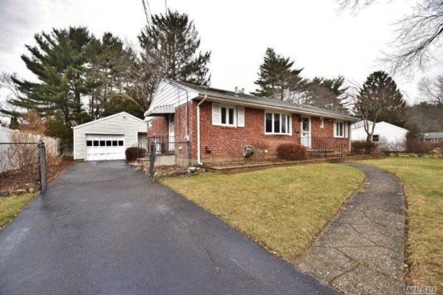 Greenlawn, NY 11740 :: Platinum Properties of Long Island