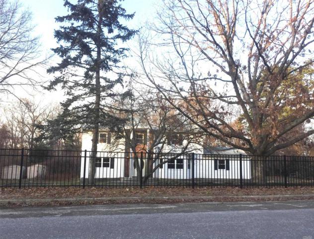 7 Woods Edge Ct, Hauppauge, NY 11788 (MLS #3010535) :: The Lenard Team