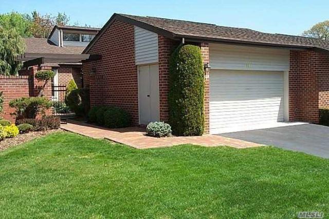 95 Dove Hill Dr, Manhasset, NY 11030 (MLS #3013174) :: Netter Real Estate