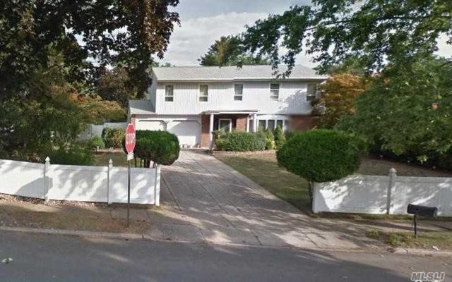 Dix Hills, NY 11746 :: Platinum Properties of Long Island