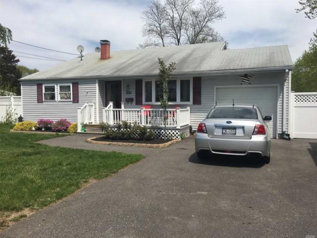 3011 Chestnut Ave, Medford, NY 11763 (MLS #3028906) :: Netter Real Estate
