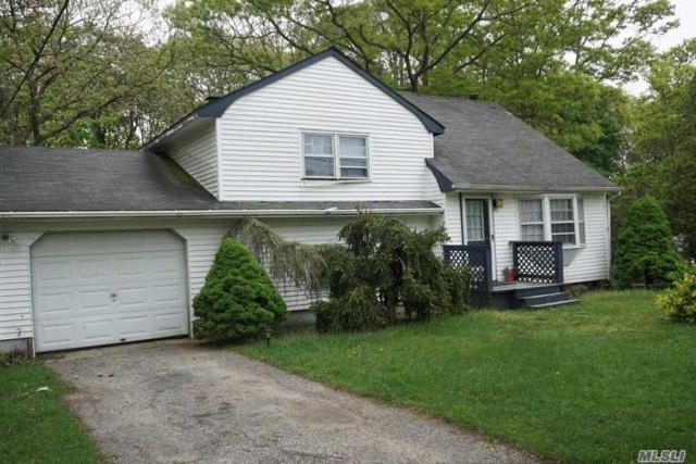 437 Robinson Ave, E. Patchogue, NY 11772 (MLS #3031914) :: The Lenard Team