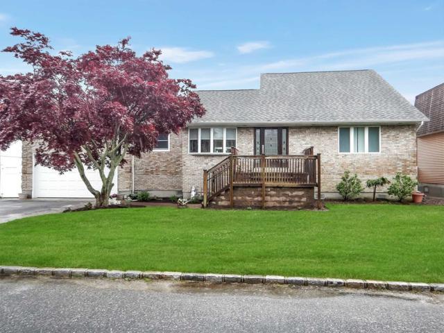 844 E Bay Dr, West Islip, NY 11795 (MLS #3032382) :: Netter Real Estate