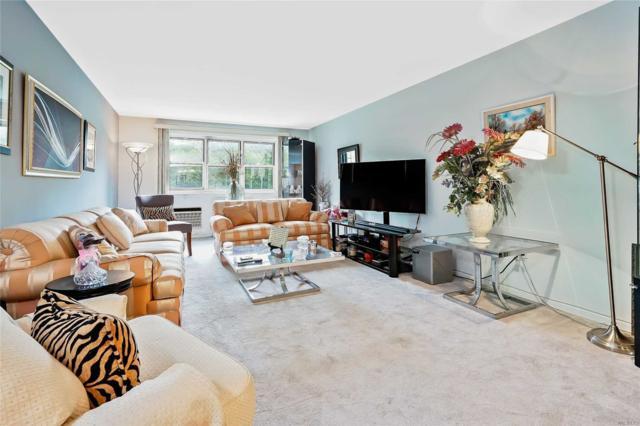 88-29 155th Ave 1E, Howard Beach, NY 11414 (MLS #3038104) :: Netter Real Estate
