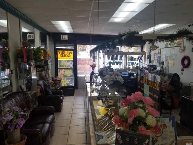 300 35th St, Lindenhurst, NY 11757 (MLS #3038207) :: Keller Williams Points North