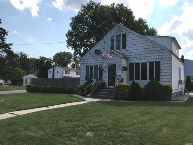 704 Buffalo Ave, Lindenhurst, NY 11757 (MLS #3048288) :: Netter Real Estate