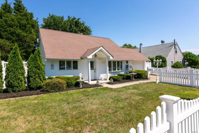 169 Southberry Ln, Levittown, NY 11756 (MLS #3050127) :: The Lenard Team
