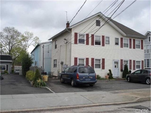 30 Hamilton Ave, Oyster Bay, NY 11771 (MLS #3050480) :: The Lenard Team