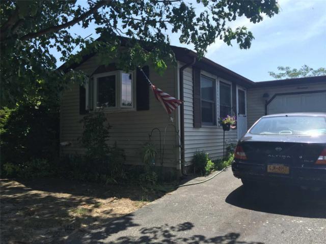 19 Dogwood Ln, Manorville, NY 11949 (MLS #3056092) :: Keller Williams Points North