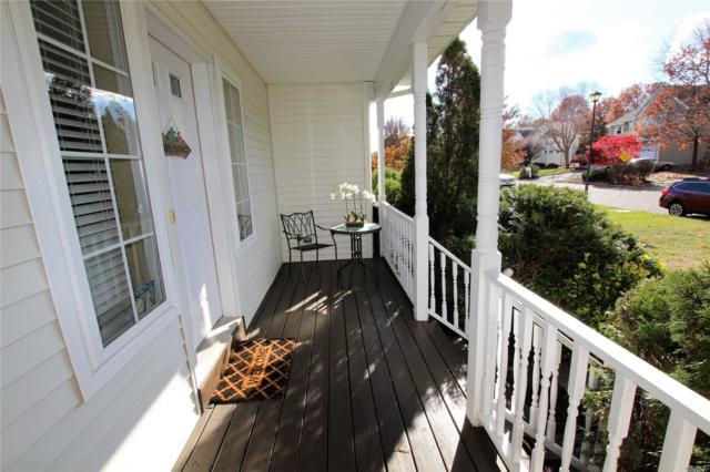 23 S Brayton S. Ct, S. Setauket, NY 11720 (MLS #3060232) :: Netter Real Estate