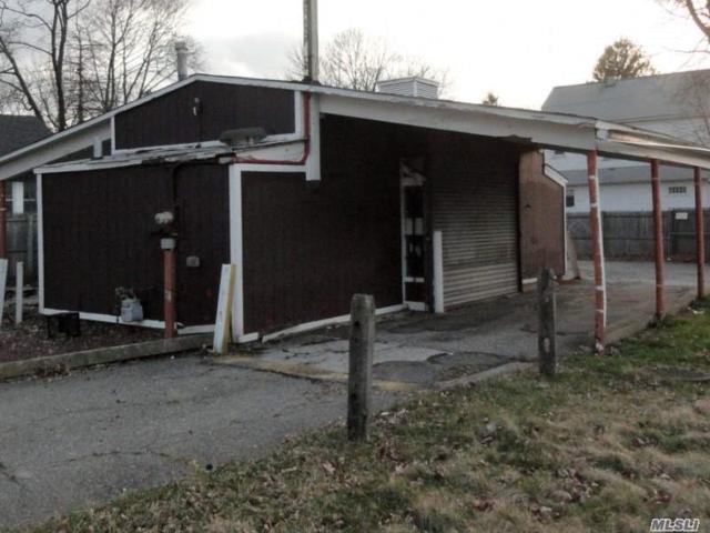 1499 New York Ave, Huntington Sta, NY 11746 (MLS #3065697) :: The Lenard Team