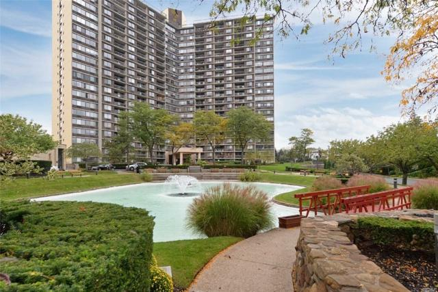 2 Bay Club Dr 18-Y, Bayside, NY 11360 (MLS #3065885) :: Netter Real Estate