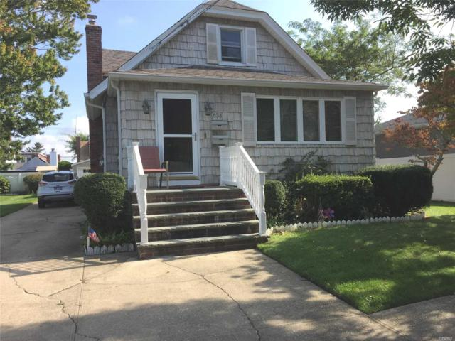 638 S Broadway, Lindenhurst, NY 11757 (MLS #3071805) :: Netter Real Estate