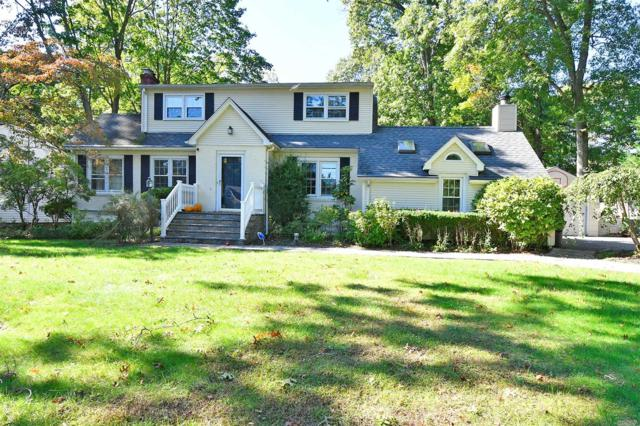 25 Bennett Ave, Huntington Sta, NY 11746 (MLS #3074471) :: Signature Premier Properties