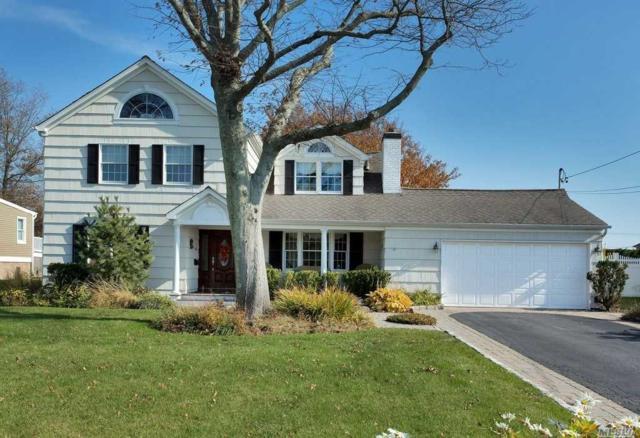 125 E Sequams Ln, West Islip, NY 11795 (MLS #3079358) :: Netter Real Estate