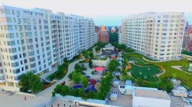 40-26 College Point Blvd Ph-1E, Flushing, NY 11354 (MLS #3081934) :: Netter Real Estate