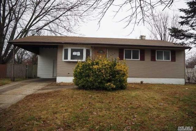 1703 Manatuck Blvd, Bay Shore, NY 11706 (MLS #3087946) :: Signature Premier Properties