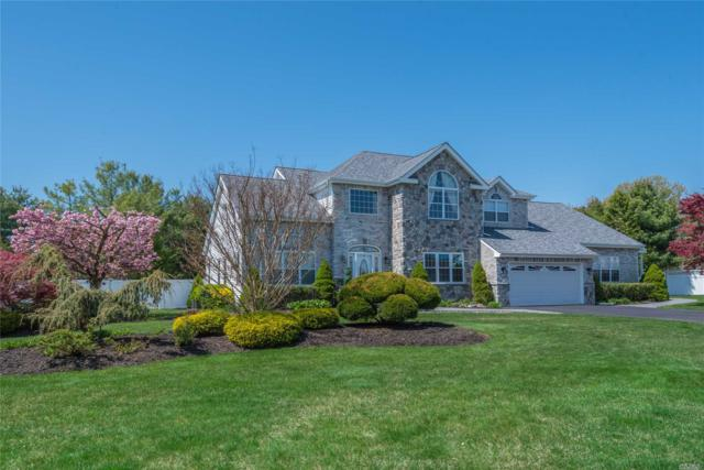 4 Greenbriar Ct, Holtsville, NY 11742 (MLS #3090177) :: Netter Real Estate