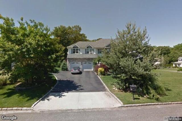 4 Cobbler Ln, Setauket, NY 11733 (MLS #3093761) :: The Lenard Team