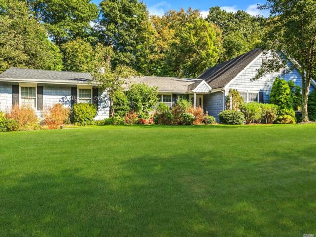 4 Hollise Ct, Centerport, NY 11721 (MLS #3098376) :: The Lenard Team