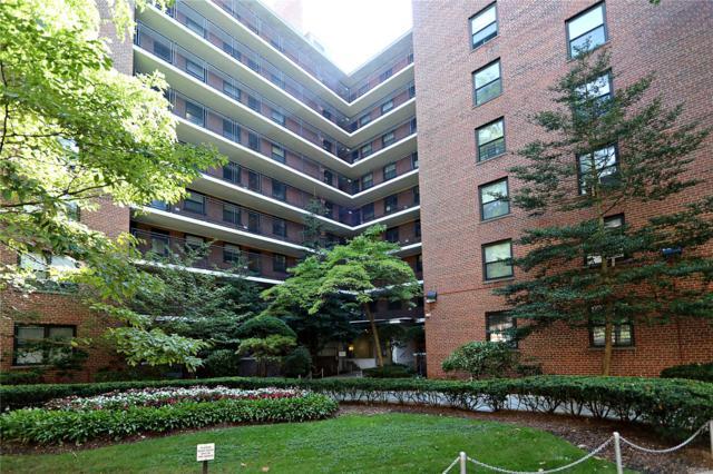 35-31 85th St 5L, Jackson Heights, NY 11372 (MLS #3101930) :: The Lenard Team