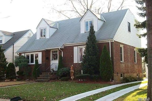 95 Slabey Ave, Malverne, NY 11565 (MLS #3110773) :: Netter Real Estate