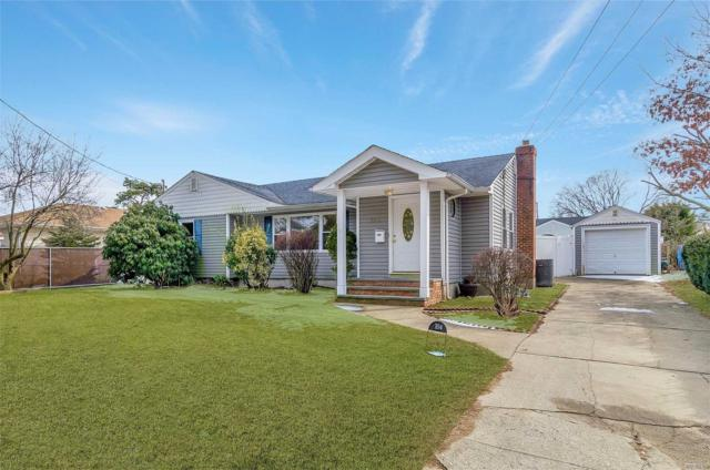 104 Broadway Ave, W. Babylon, NY 11704 (MLS #3111154) :: Netter Real Estate