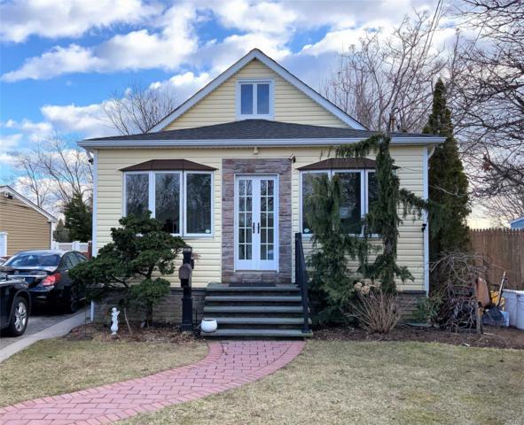 324 N Michigan Ave, Massapequa, NY 11758 (MLS #3111926) :: Signature Premier Properties