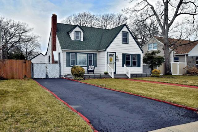 64 Chestnut Ave, Patchogue, NY 11772 (MLS #3112011) :: Signature Premier Properties