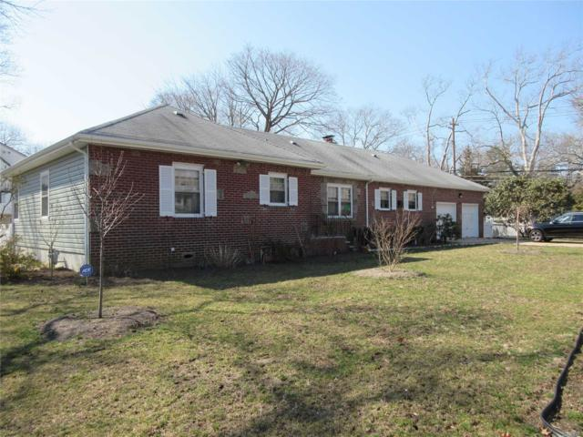1 Oaks Ct, Brightwaters, NY 11718 (MLS #3116140) :: Netter Real Estate