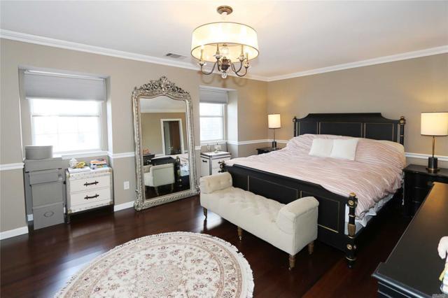 33 E Woodlake Dr, Woodbury, NY 11797 (MLS #3119088) :: Signature Premier Properties