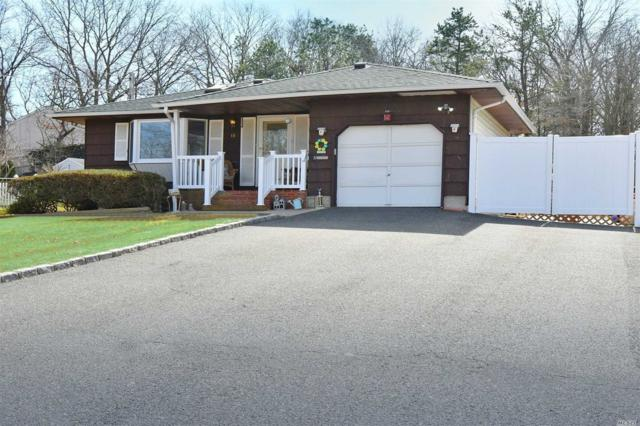 18 Richmond Blvd, Ronkonkoma, NY 11779 (MLS #3130956) :: Keller Williams Points North
