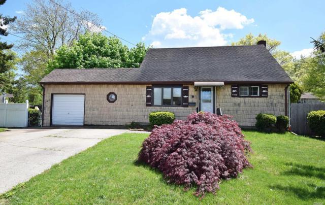 14 E Adams St, East Islip, NY 11730 (MLS #3131463) :: Netter Real Estate