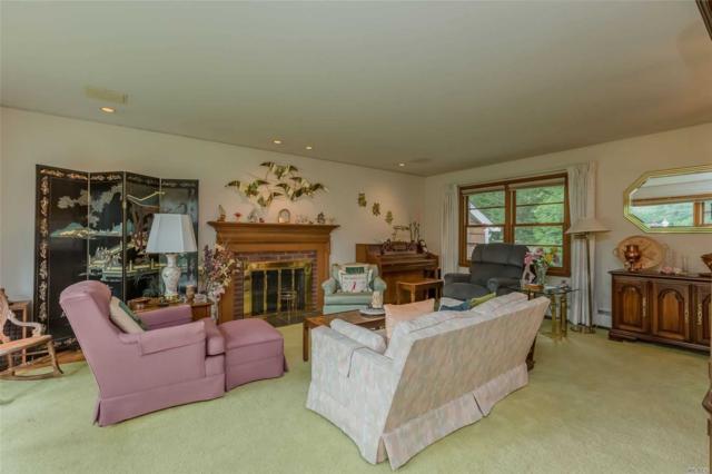 12 Barbara Ct, Greenlawn, NY 11740 (MLS #3139366) :: Signature Premier Properties