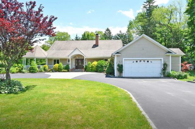 4 Oakridge Dr, Huntington, NY 11743 (MLS #3139658) :: Netter Real Estate