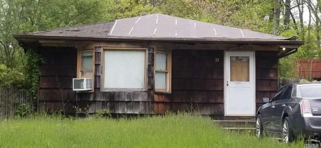 17 Iroquois Trl, Ridge, NY 11961 (MLS #3140594) :: Netter Real Estate