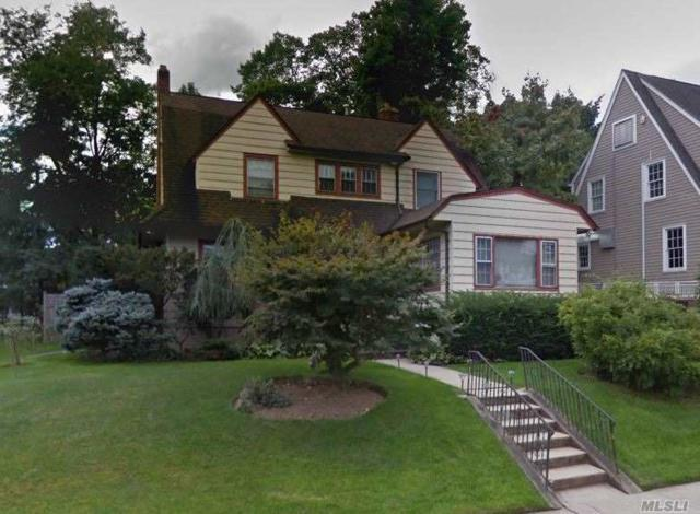 8 Windsor Rd, Great Neck, NY 11021 (MLS #3140662) :: Netter Real Estate
