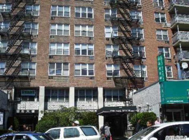 41-25 Kissena Blvd 4L, Flushing, NY 11355 (MLS #3141814) :: HergGroup New York