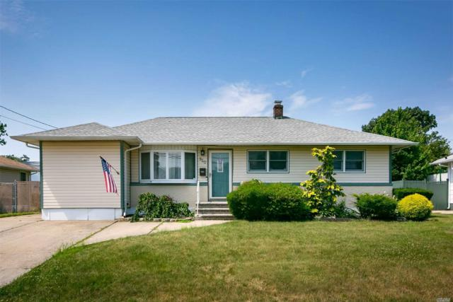950 N Clinton Ave, Lindenhurst, NY 11757 (MLS #3148382) :: Netter Real Estate
